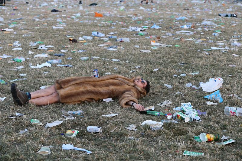 Фестиваль в Гластонбери запретил пластиковые бутылки