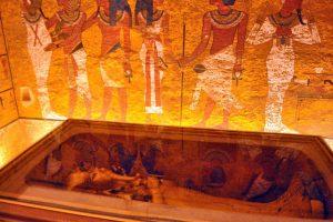 В Египте выставили на обозрение лицо и ноги Тутанхамона