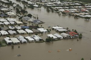 Наводнение в Австралии: улицы Квинсленда «затопили» крокодилы и змеи