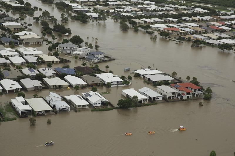 Наводнение в Австралии: улицы Квинсленда «затопили» крокодилы и змеи.Вокруг Света. Украина