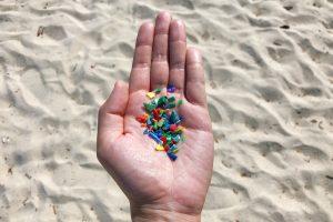 Микропластик разносит по миру опасные заболевания: ученые