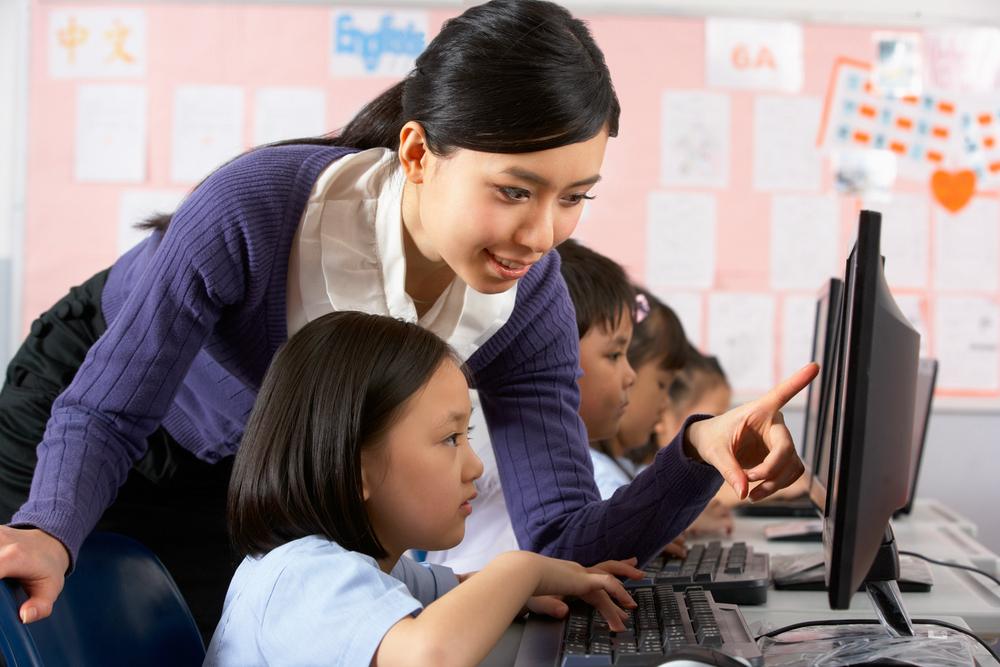 Китайских учителей просят ограничить использование гаджетов на уроках