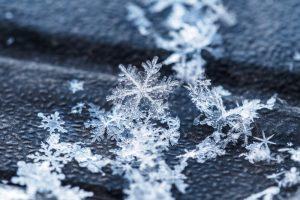 От чего зависит форма снежинки?