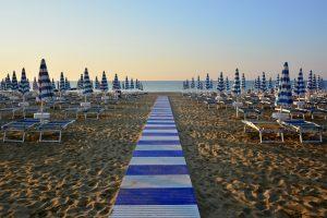 В Италии впервые запретят курить на пляже