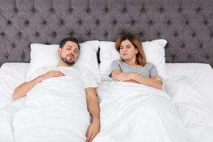 Появился матрас для влюбленных, «стерегущий» территорию спящего