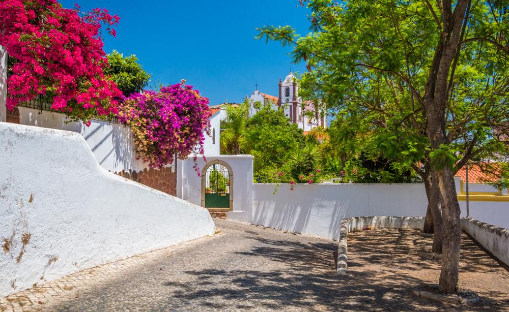 Алгарве в Португалии: гольф, замки, цветущий миндаль и никакой зимы