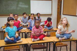 В британских школах будут учить правильно дышать и расслабляться