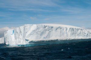 От Антарктиды откололся айсберг размером с два Киева