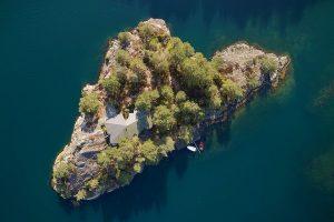 В Норвегии продается остров. Фьорды и лес прилагаются