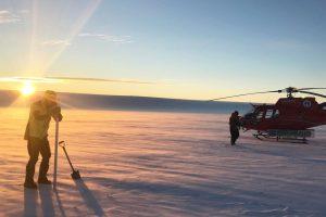 Подо льдами Антарктиды обнаружили огромные озера