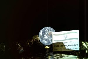 Первый израильский лунный зонд прислал снимок Земли