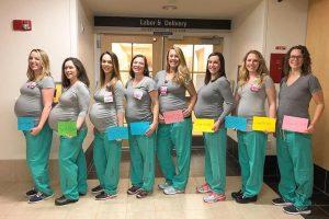 В США одновременно девять медсестер родильного отделения ждут ребенка