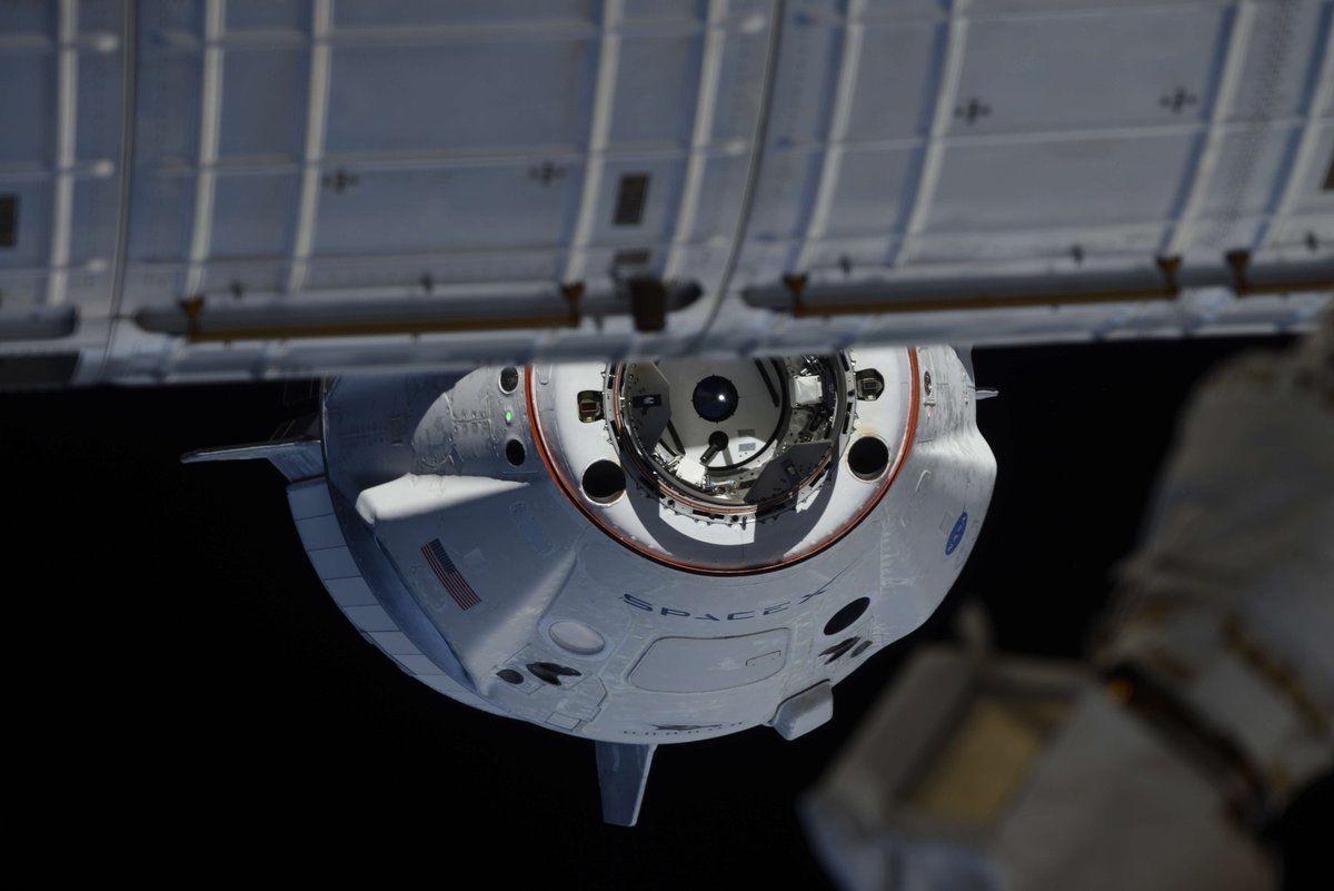 Космическая капсула SpaceX успешно состыковалась с МКС и вернулась на Землю.Вокруг Света. Украина