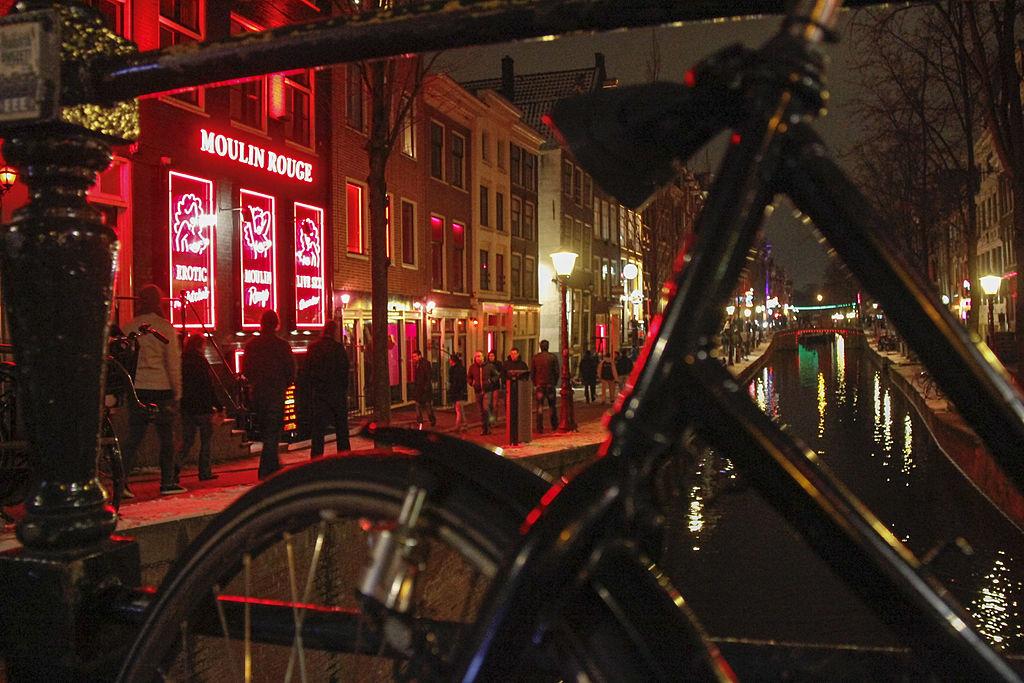 В Амстердаме запретят экскурсии по кварталу красных фонарей.Вокруг Света. Украина