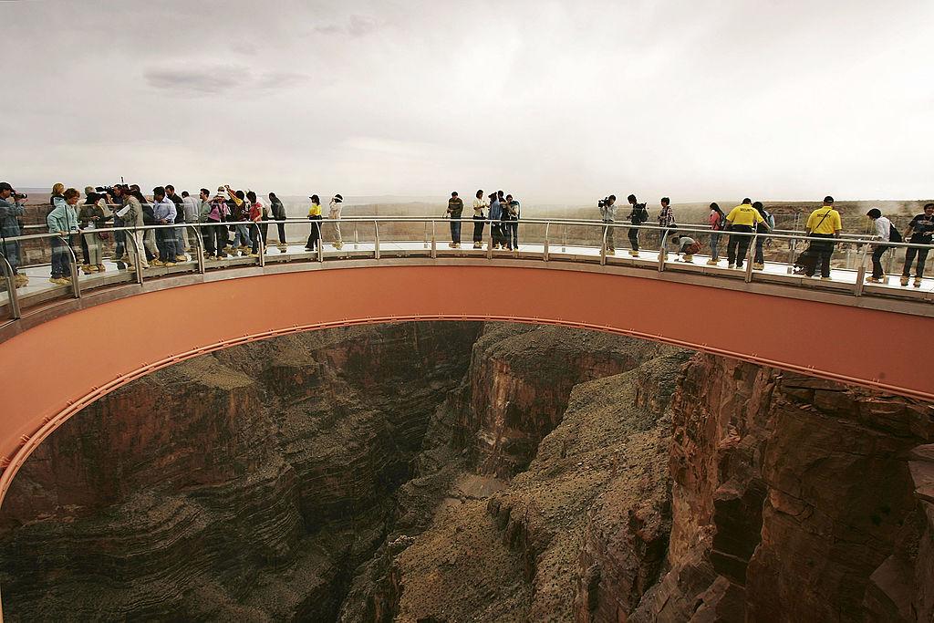 Турист упал с 300-метровой высоты в Большом каньоне, пытаясь сделать селфи.Вокруг Света. Украина