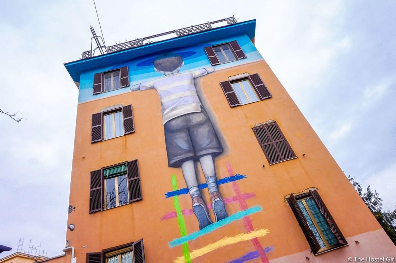 Неожиданный Рим: социальный стрит-арт на улицах города