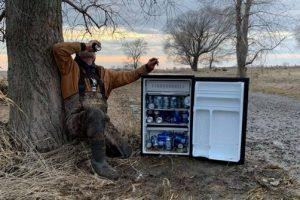 Дар небес: река принесла американцам холодильник со свежим пивом