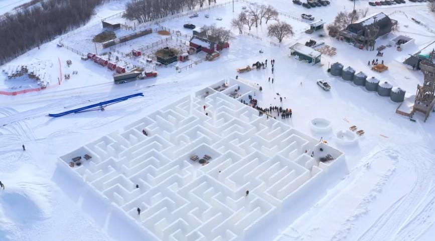 В Канаде построили крупнейший в мире снежный лабиринт