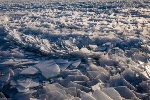 Озеро Мичиган покрылось ледяными иголками (видео)