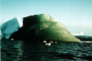 Ученые раскрыли секрет зеленых айсбергов