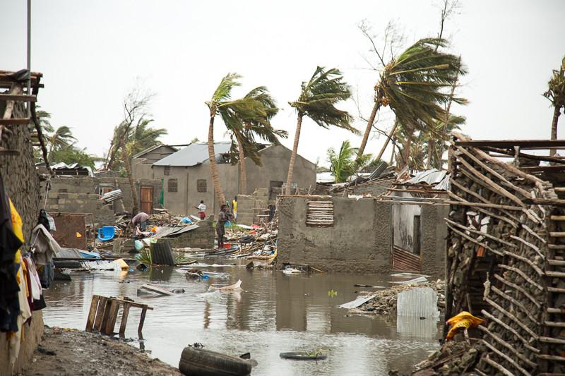 Мощный тропический циклон стер с лица земли город в Мозамбике