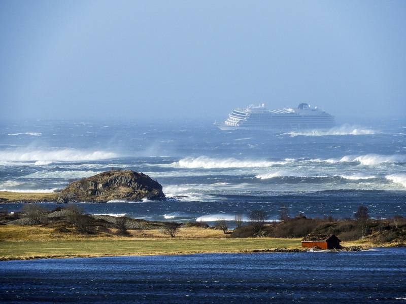 В Норвегии терпит бедствие круизный лайнер (видео)