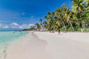 На острове Боракай будут считать туристов