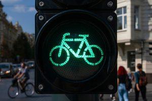 Водители авто считают велосипедистов неполноценными — ученые