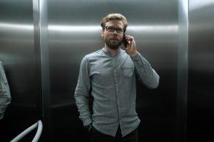 Почему в лифте не работает сотовый телефон?