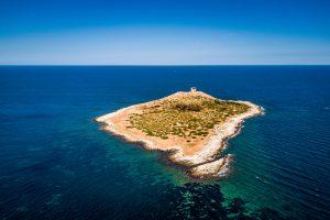 Остров женщин, где нет женщин, продается в Италии