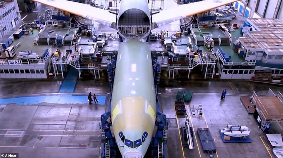 Airbus показал, как собирают новый самолет (таймлапс-видео)