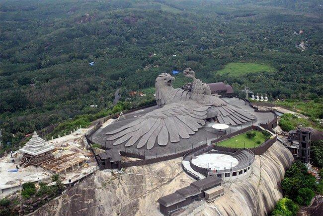 Самая большая в мире птица из бетона появилась в штате Керала