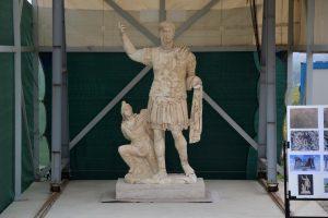 Турецкие археологи нашли гигантскую статую императора Траяна, разбитую на 356 частей