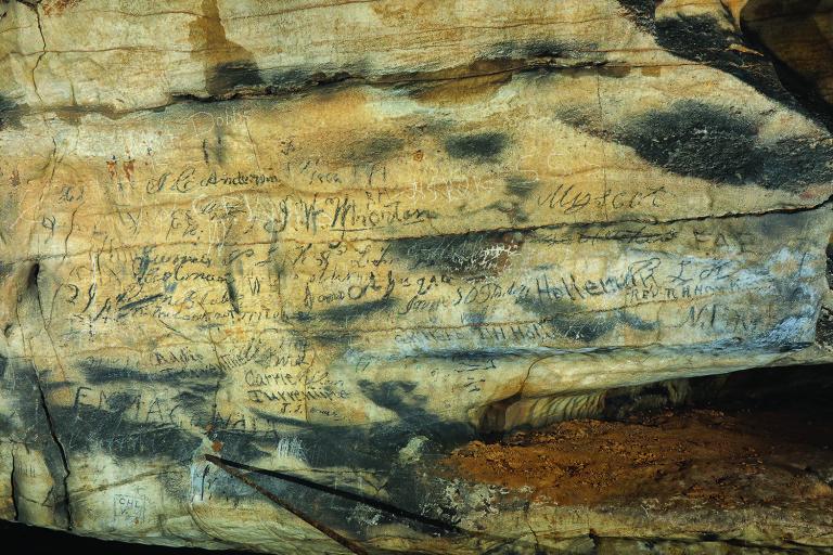 В США перевели пещерные надписи чероки