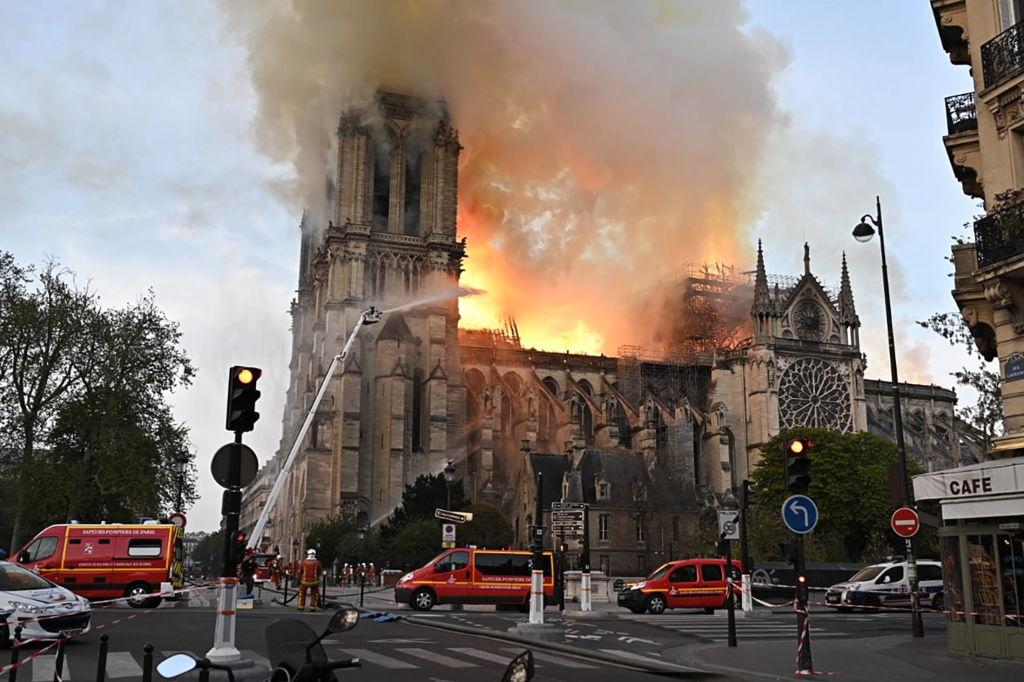 Пожар собор Нотр-Дам