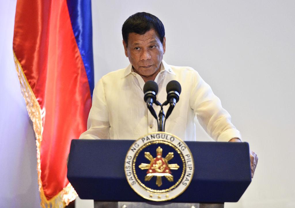 Президент Филиппин пригрозил Канаде войной из-за мусора