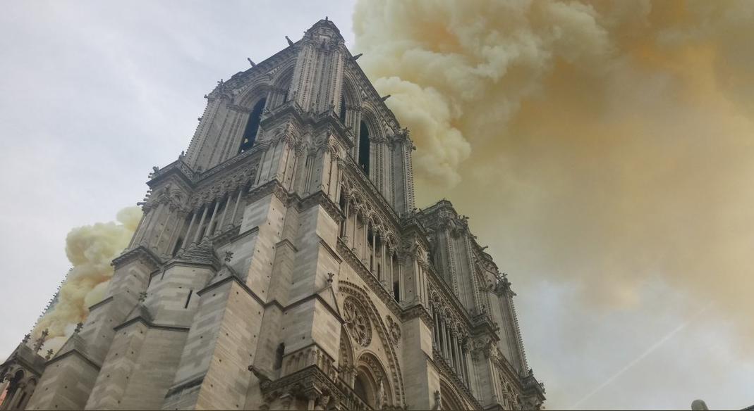В Париже горит собор Нотр-Дам-де-Пари.Вокруг Света. Украина