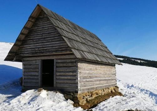 Карпаты в середине апреля засыпало снегом