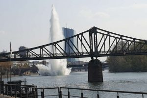 В Германии в центре города  взорвали подводную бомбу
