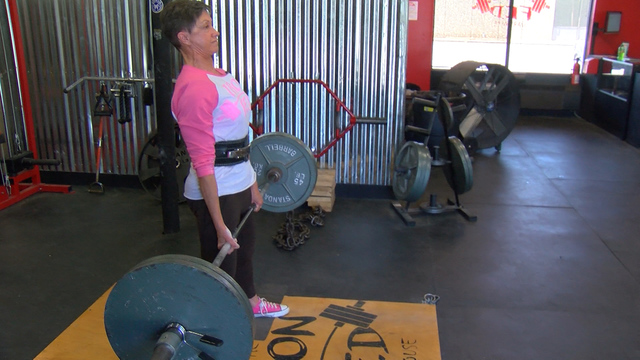 69-летняя спортсменка побила мировой рекорд по пауэрлифтингу