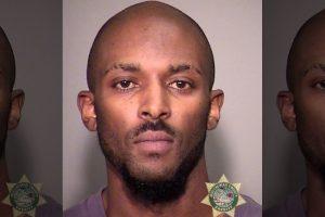 В США погрузчик багажа признался в краже оружия из чемоданов