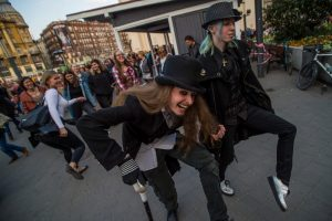 В Будапеште прошел парад «глупых походок»