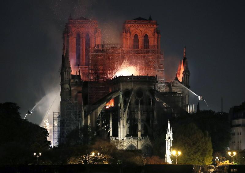 Как будут восстанавливать собор Парижской Богоматери: мнение экспертов