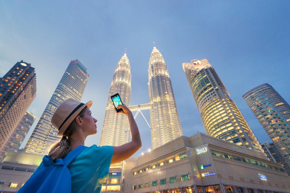 Малайзия вводит налог на выезд из страны