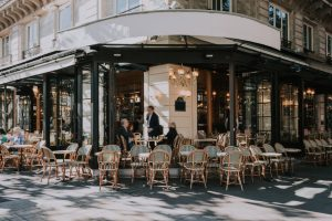 В Париже рестораны будут штрафовать за «пустую» бронь столика