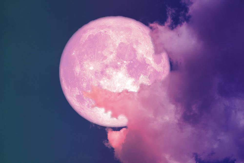 Канадские астрономы готовятся к Розовому полнолунию 2019 года