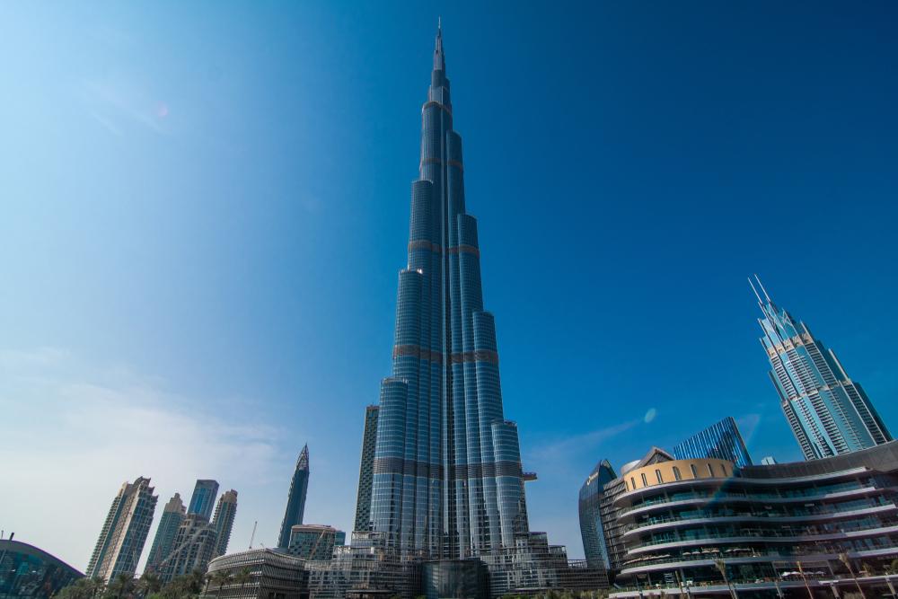 В самое высокое здание мира ударила молния (видео)