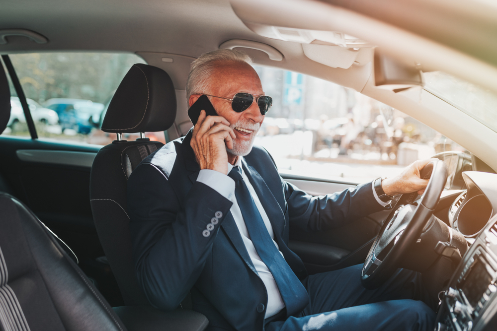 В Италии штраф за разговоры по мобильному за рулем повысят до 1700 евро.Вокруг Света. Украина