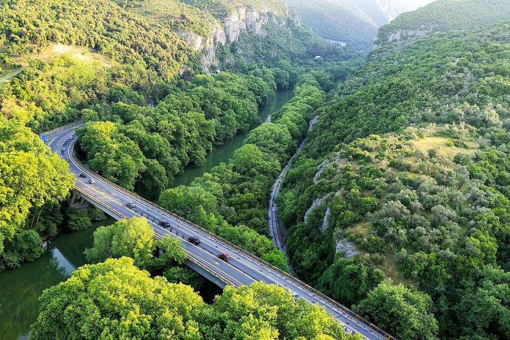 Как Греция превратила смертельно опасную дорогу в идеальную магистраль