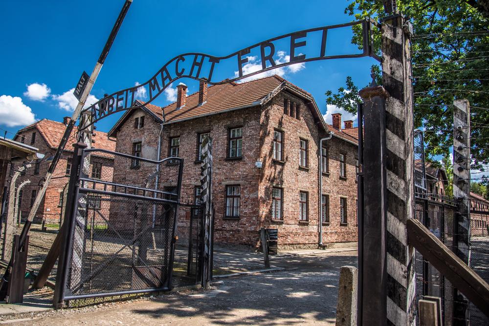Турист попытался обокрасть музей Освенцима.Вокруг Света. Украина